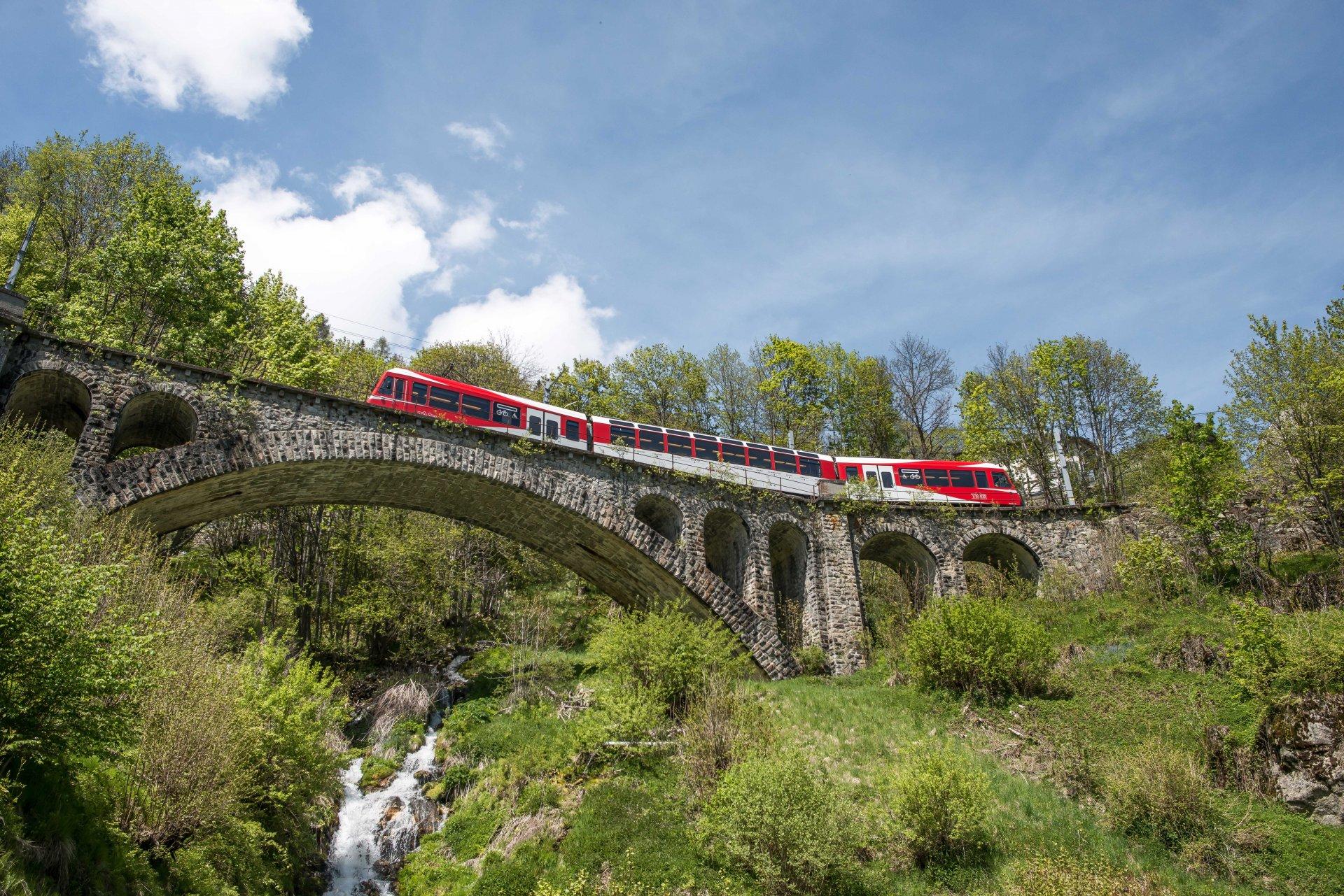 /UserFiles/File/Annuaire/annuaire_portails/Mont/Mont-Blanc-express-sur-Pont-2-small.jpg