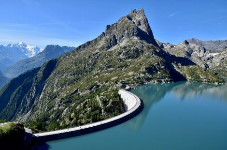 Coronation of the dam closed to pedestrians on August 18