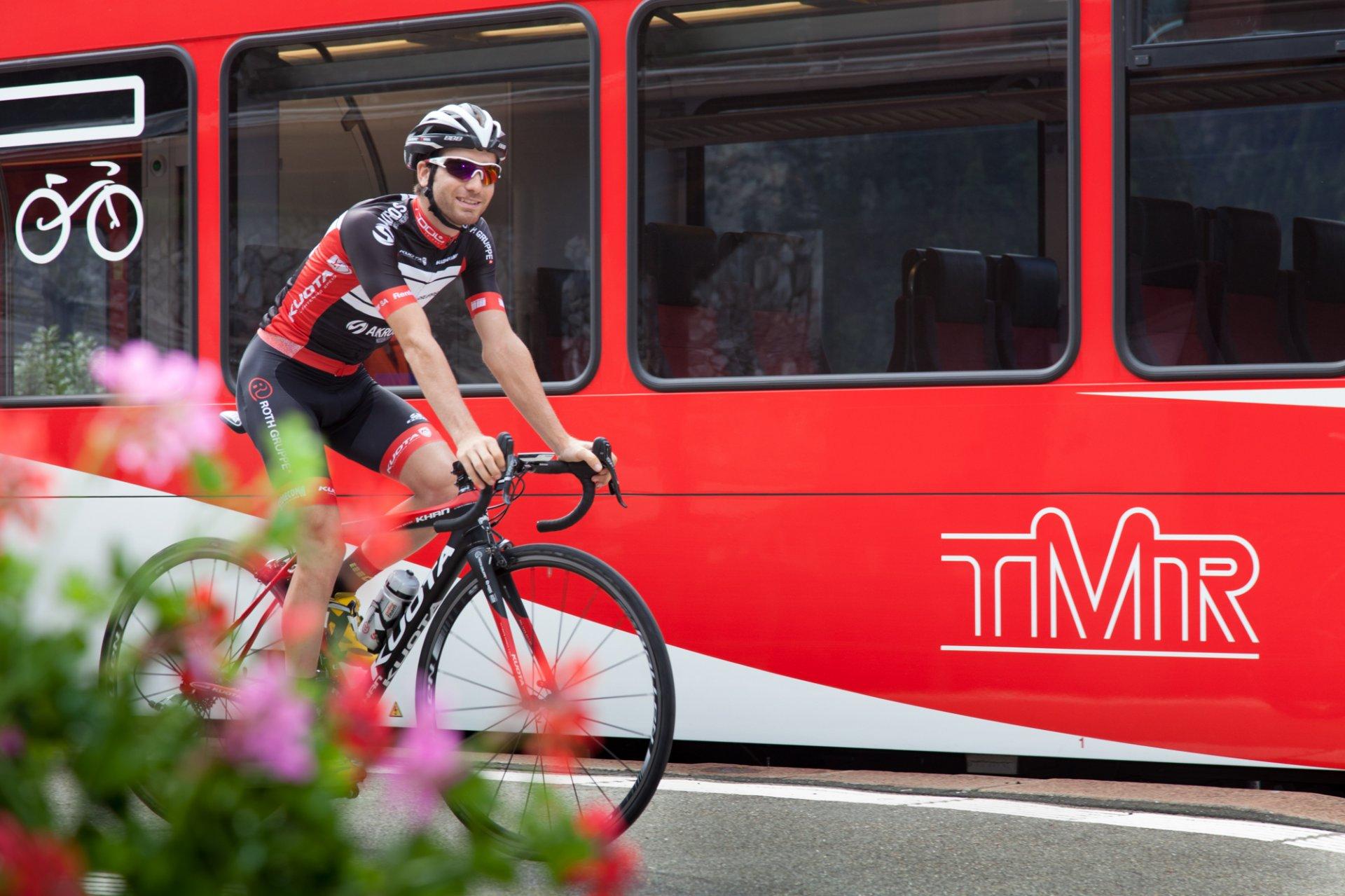 Zug und Fahrrad
