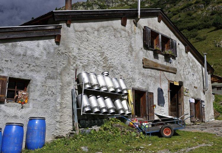 Buvette et alpage d'Emaney
